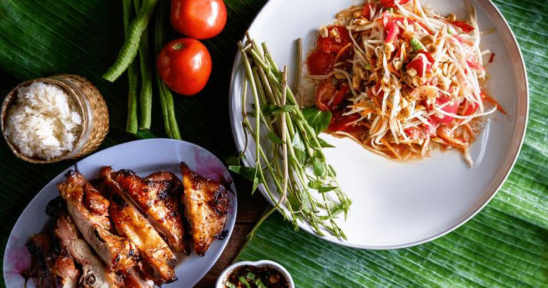 Gai yang og papaya salat
